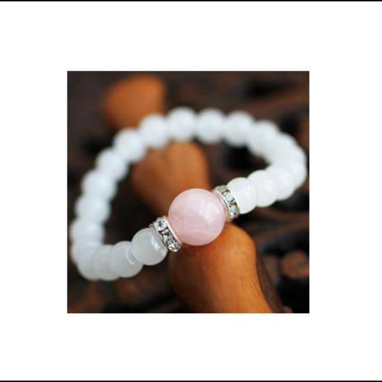 Fehér jade és rózsakvarc ásványkarkötő