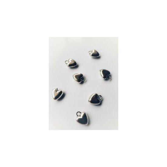 Mini ezüst szíveske fityegő (csak kulcstartóhoz/ékszerhez rendelhető)