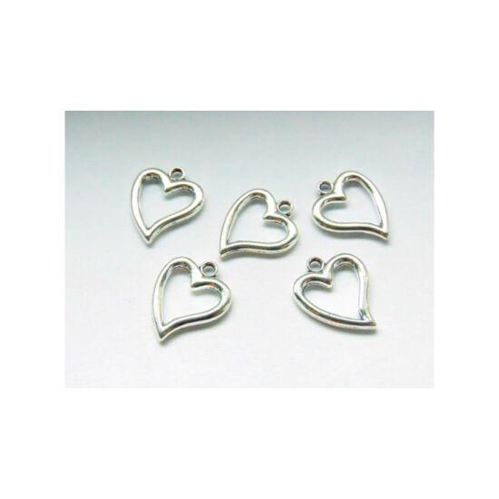 ezüst színű szív fityegő (csak kulcstartóhoz/ékszerhez rendelhető)