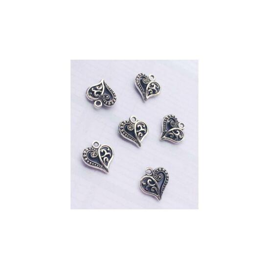 Mintás szív fityegő -ezüst